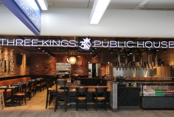 What 39 s new three kings public house for King s fish house happy hour